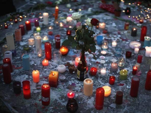 Manifestazioni di cordoglio in Place de la Bourse a Bruxelles (Getty Images)